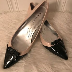 EUC Tahari two tone pointed flats with bow
